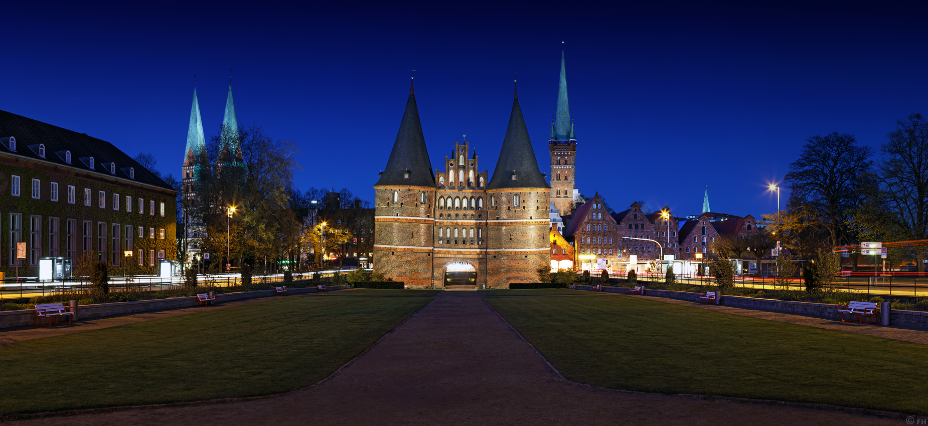 Luebeck_Holstentor_Panorama_k3