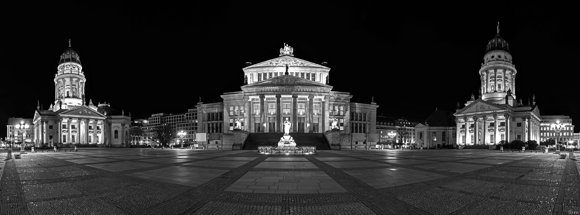 berlin gendarmenmarkt panorama nachts schwarzweiss skyline konzerthaus. Black Bedroom Furniture Sets. Home Design Ideas