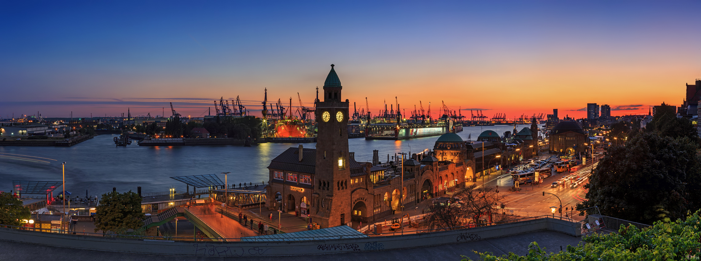 hamburg panorama skyline sonnenuntergang sunset hafen landungsbr cken blaue. Black Bedroom Furniture Sets. Home Design Ideas