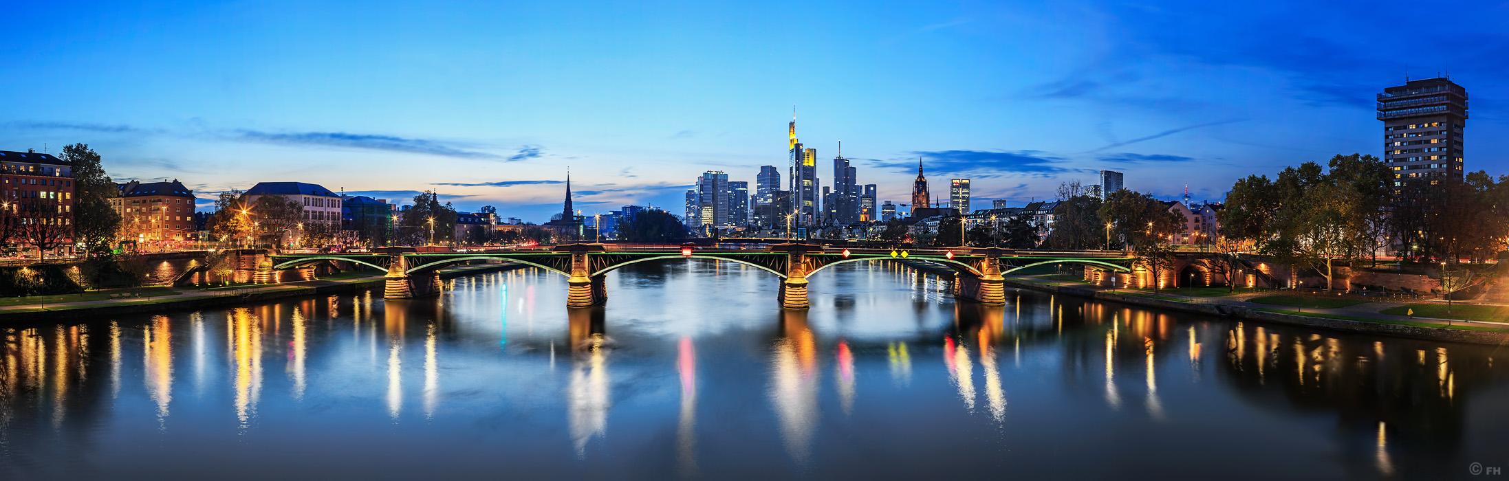 Frankfurt_SkylinePano_3_k