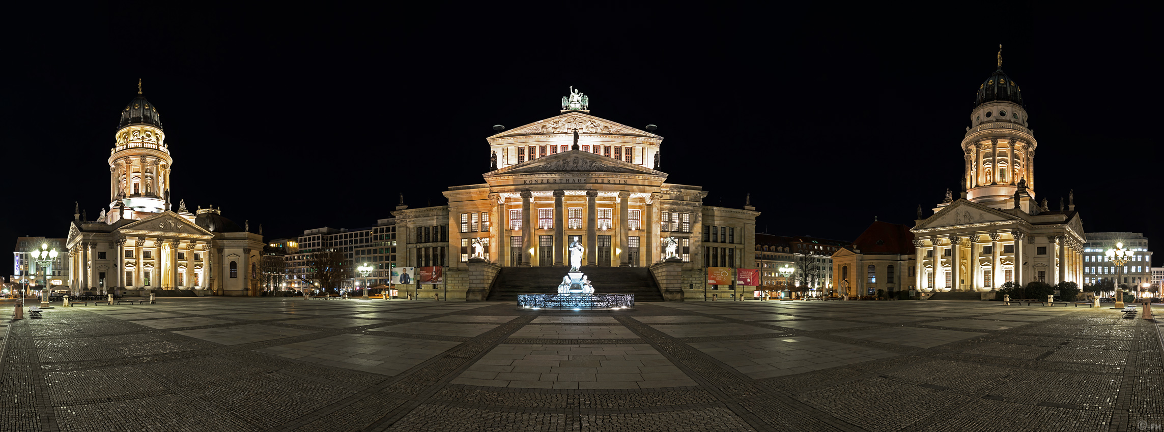 Gendarmenmarkt_night_Pano_k