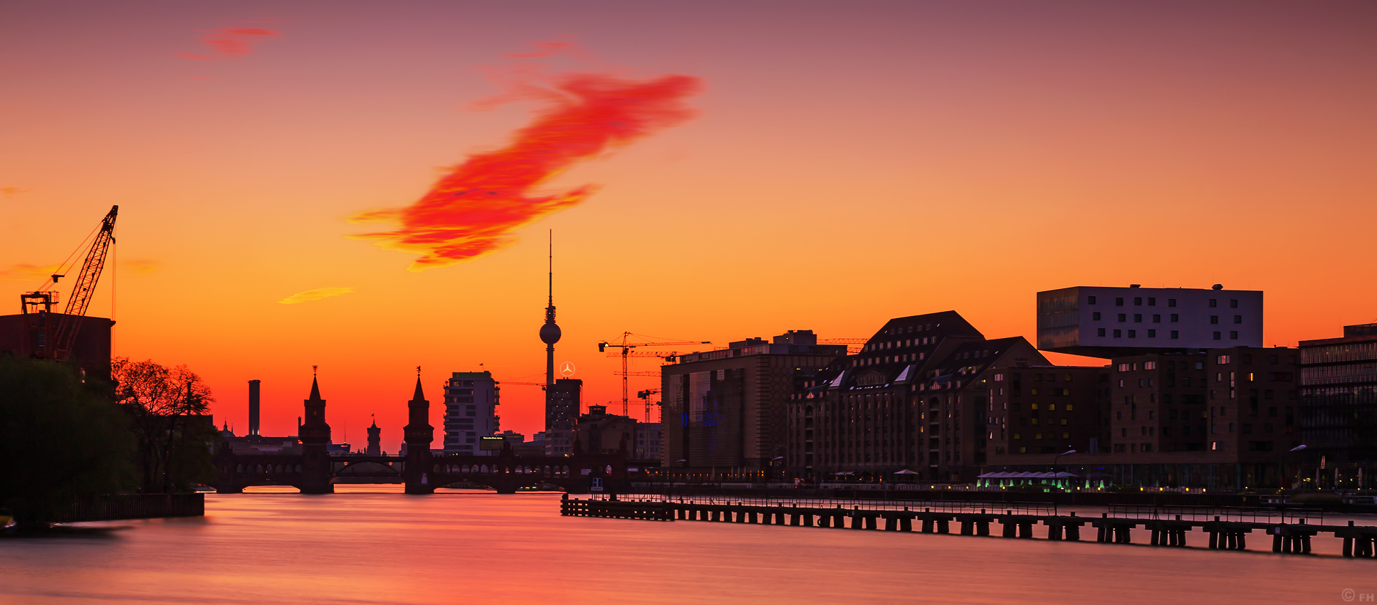 Berlin_Mediaspree_Skyline_Sunset_k